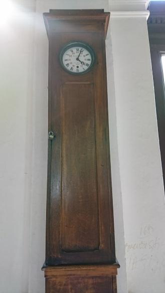 Ceas recondiţionat din sala de aşteptare