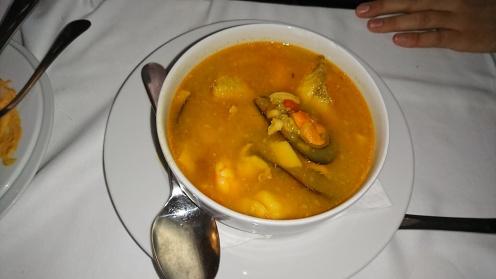 O supă (de... fructe de mare parcă)