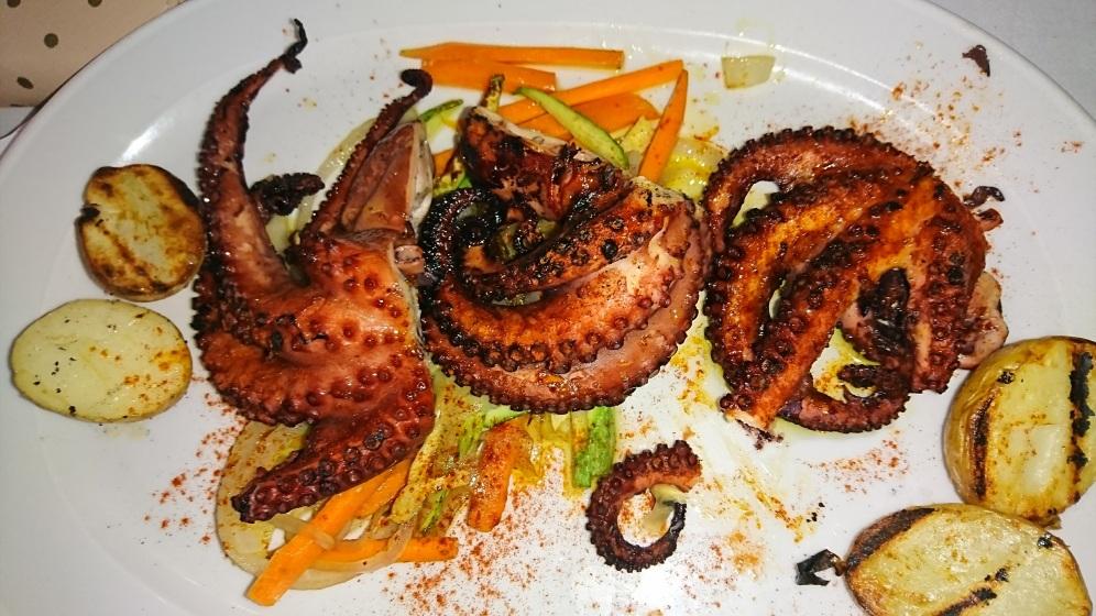 ... şi caracatiţă pe grătar (moale, care aproape ţi se topea în gură)